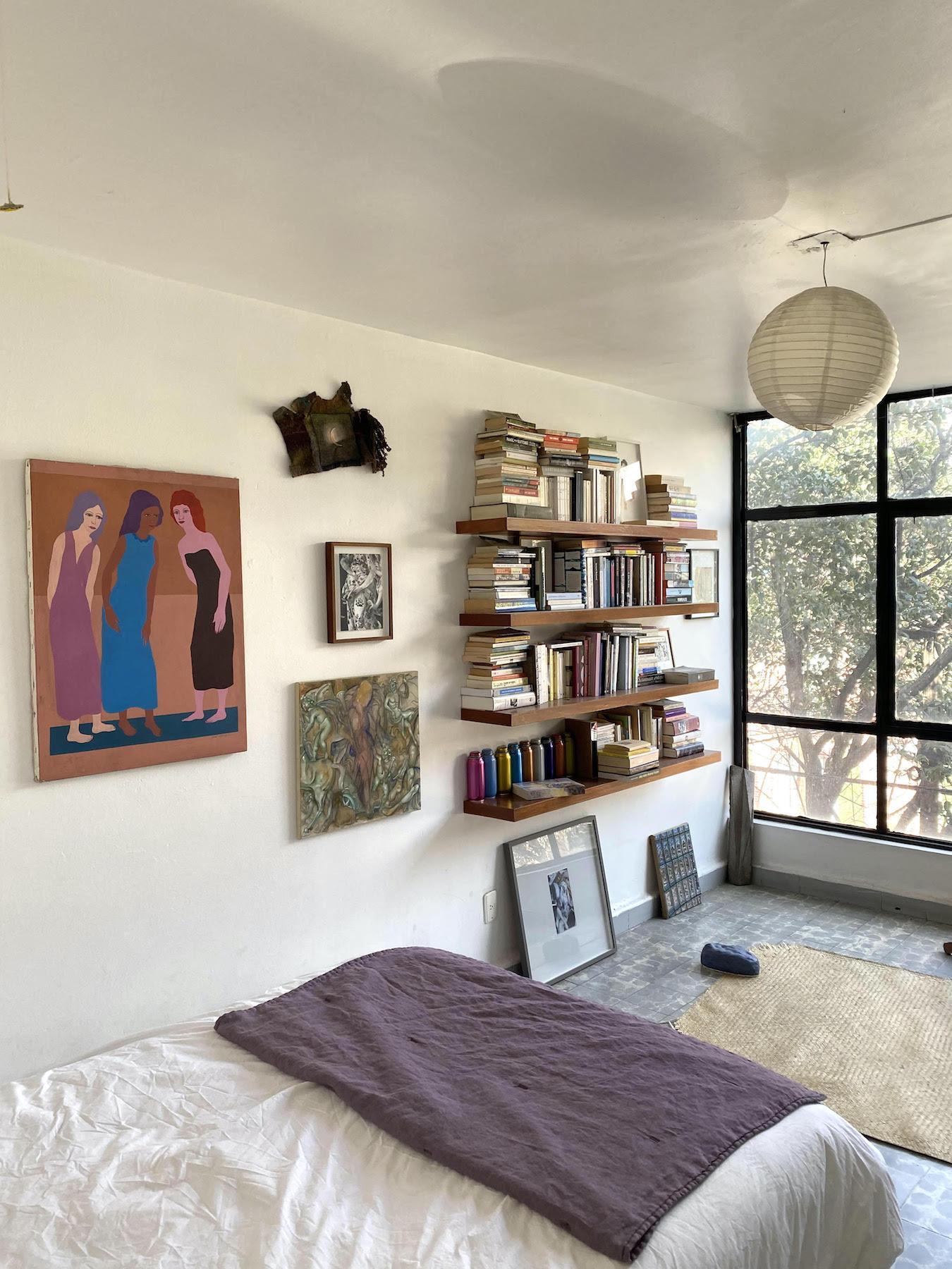 In the bedroom: works by Dora Lipschitz, Santiago de Paoli, Jochen Lempert, Jannis Marwitz, Martin Soto Climent, Jennifer J. Lee, Michael Dean, among others. Courtesy of Chris Sharp.