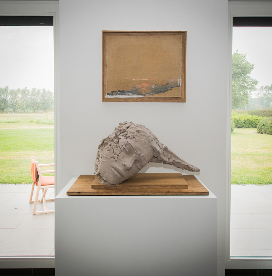 Painting by Marco De Sanctis; and sculpture by Mark Manders. Courtesy of Sabine and Rik Depla-Lantsoght.