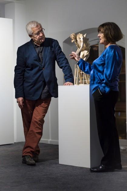 Evelyne et Jacques Deret in front of a work by Clément Bagot. © Salim Santa Lucia pour Le Chassis