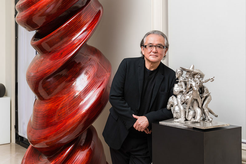 Pieces by Tony Cragg and Paul MaCarthy (silver). Photo: Fernando Chaves. Courtesy of Ricard Akagawa.