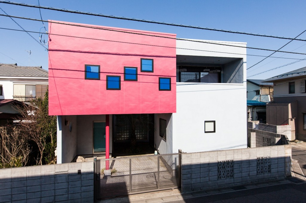 "Façade of Daisuke Miyatsu's house. ""Moment Dream House"", ©Dominique Gonzalez-Foerster. Courtesy of the artist and Gallery Koyanagi, Tokyo. Photo by Yousuke Takeda."