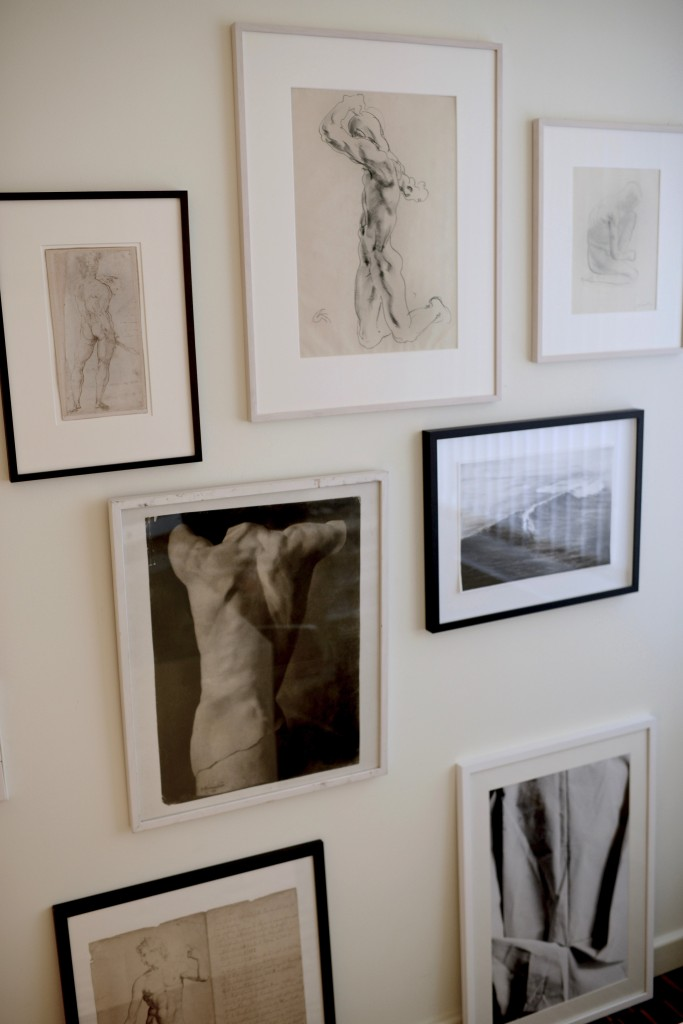 On the athletic wall, with pencil drawings by Georg Kolbe, Gerhard Marcks, Damian Cado and unknown artists from the 17-19th century. Standing below a photography by Jana Evers(2013) depicting nettle cloth. Courtesy of Prof. Dr. Berthold Rzany.