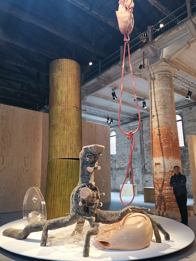 Handiwirman Saputra, Pruning, 2017. Displayed at Arsenale, La Bienalle di Venezia 58th International Art Exhibition, Rudi Lazuardi's collection. Courtesy of Rudi Lazuardi.