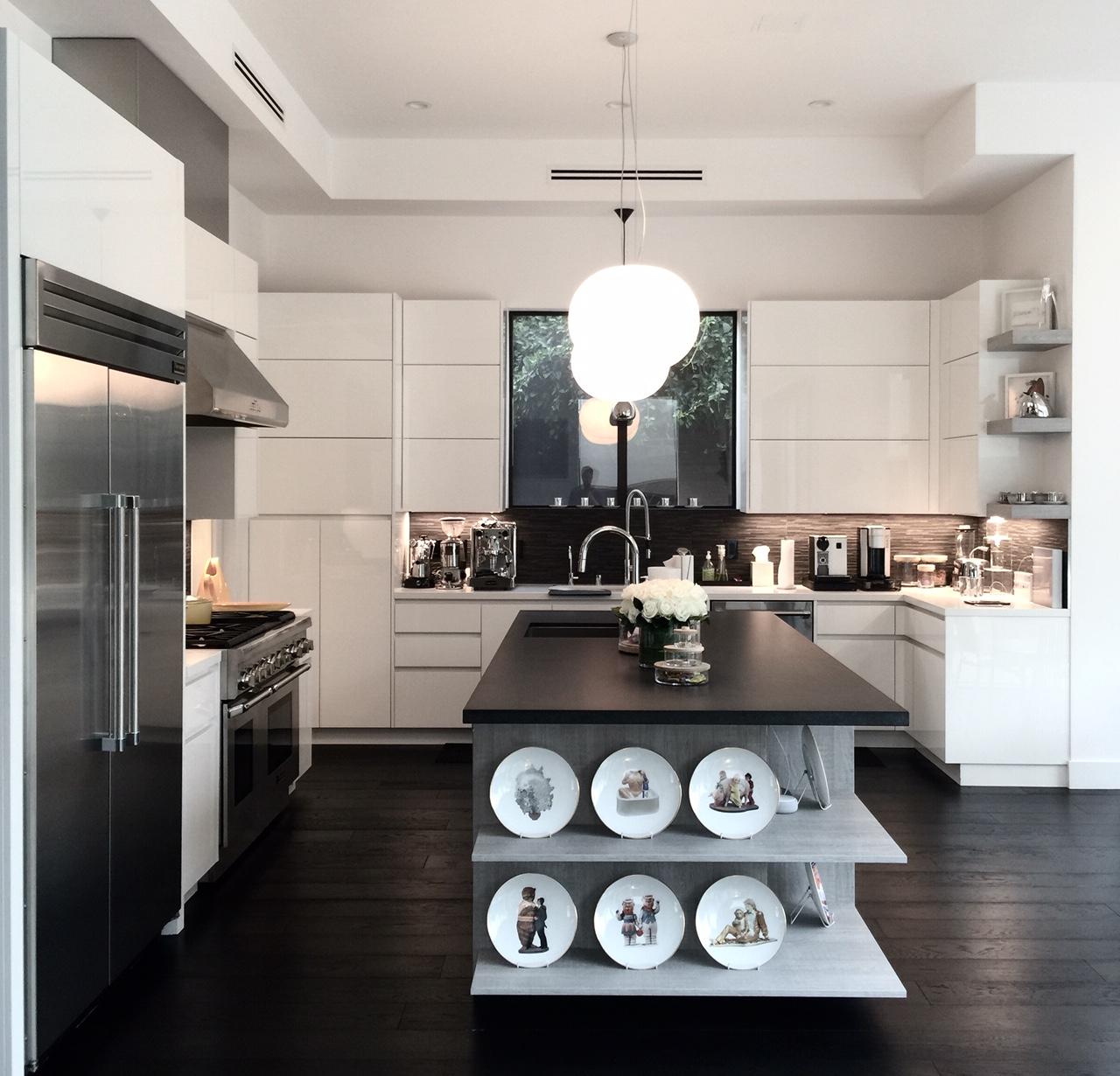 Jeff Koons plates in the kitchen. Courtesy of Melissa de la Cruz and Michael Johnston.