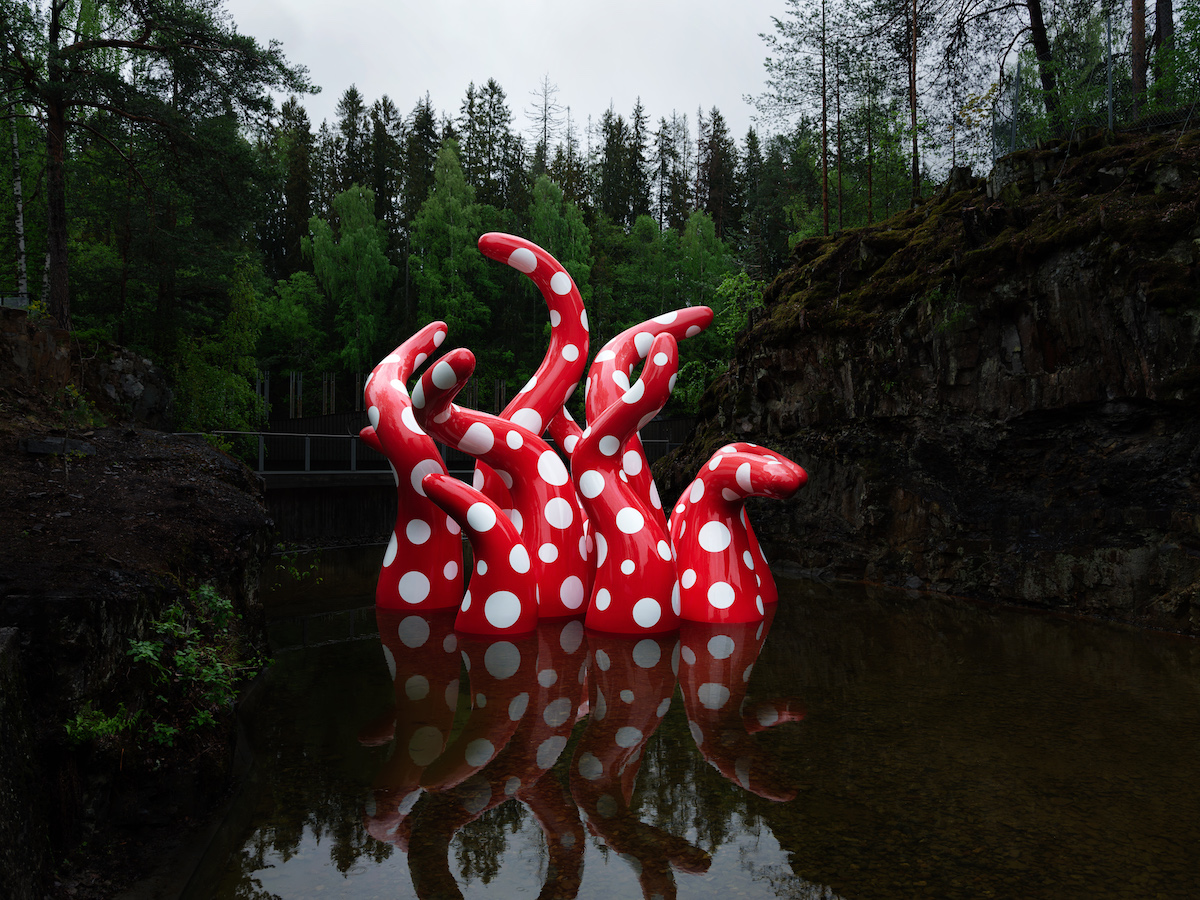 Yayoi Kusama in Kistefos Sculpture Park. Photo: Einar Aslaksen. Courtesy of Kistefos Museum.