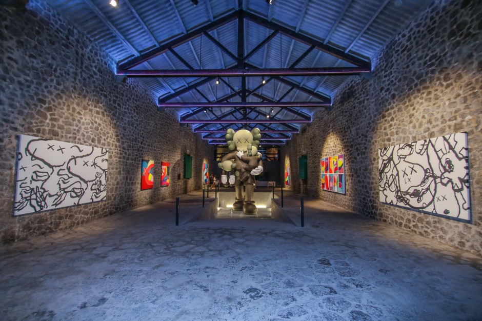 Lio Malca presents Kaws @ La Nave Salinas, Ibiza. Photo: The Vitorino. Courtesy of Lio Malca.