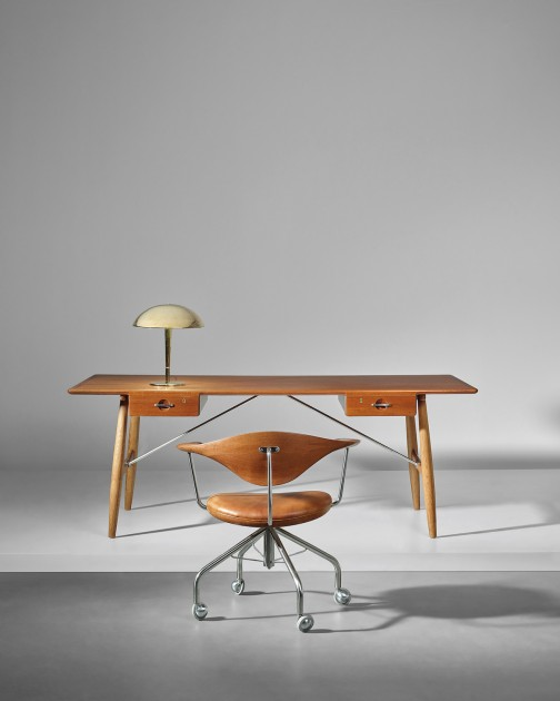 Lot 95_Hans J Wegner_Early swivel armchair model no JH502_back