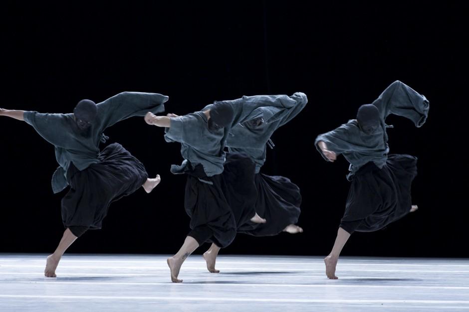 Part of Durub Al Tawaya, a multidisciplinary performing arts programme: TAO Dance Theatre by Fan Xi. Courtesy of Abu Dhabi Art.