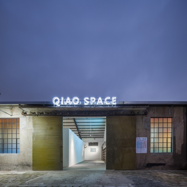 The exterior of Qiao Space at night. Copyright by Qiao Space.