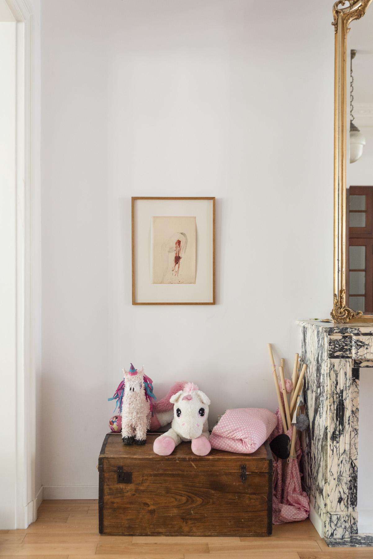 """""""Het Hart uitgerukt"""" a drawing by Berlinde De Bruyckere in the living room. Photo: Alexandra Bertels. Courtesy of Joris Beernaert."""