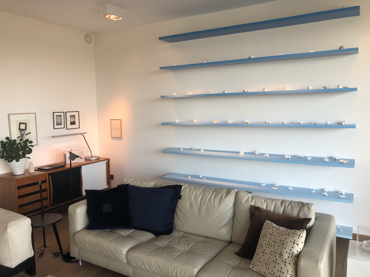 In the living room: Fabrice Samyn, The Cloud Library. Courtesy of Olivier Vandenberghe.