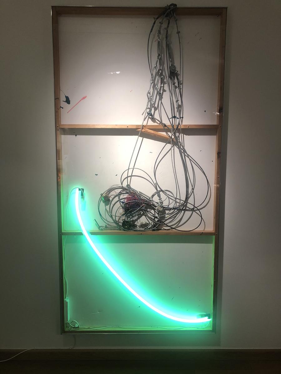 Joris Van de Moortel, Staalkabel and green neon light and various collectable objects, Galerie Nathalie Obadia. Courtesy of Olivier Vandenberghe.