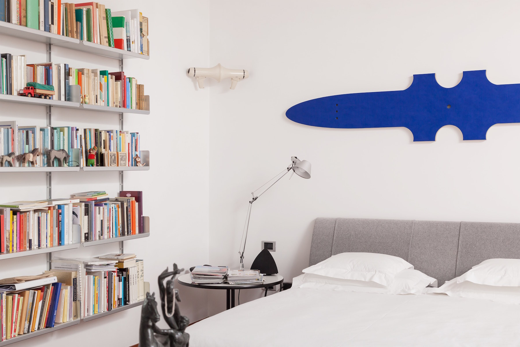 Works by Michael Ray, Ceal Floyer in a bedroom. Photo: Pietro Cocco. Courtesy of Mauro De Iorio.