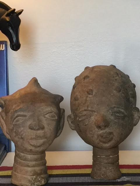 Two heads in terracota from the desert in Niger. Courtesy of Onofre Santos.