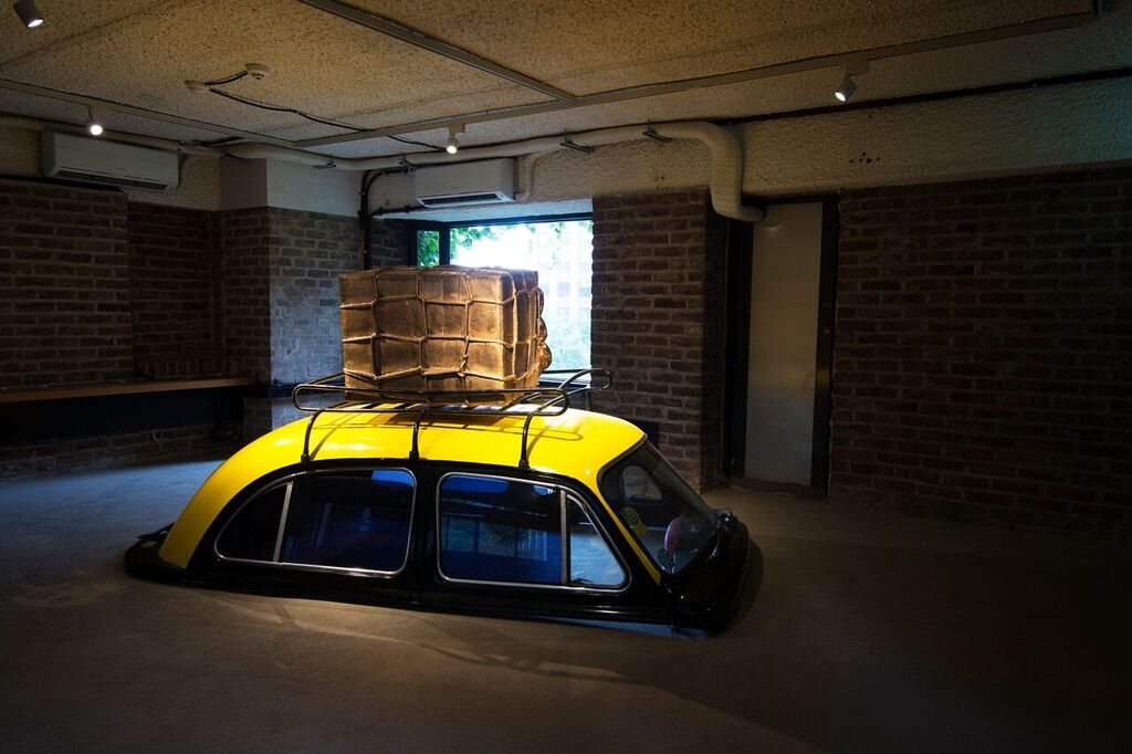 Sudodh Gupta, ''Everything is Inside'', (2004) in Arario Museum in Seoul. Courtesy of Arario Museum in Space.