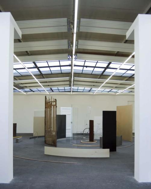 Alicia Kwade, Die Gesamtheit aller Orte, 2012. Courtesy of Gunda and Peter Niemann.
