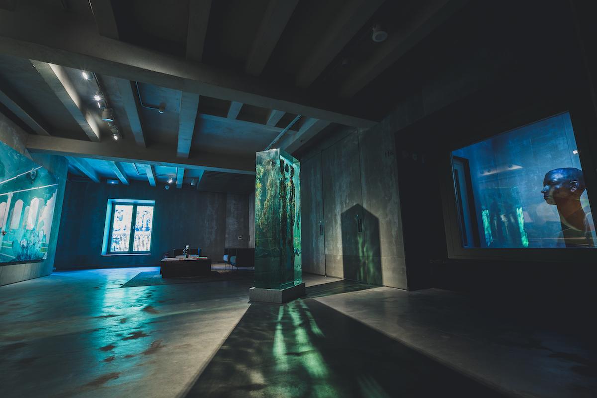 Racks Hall with works by Dustin Yellin and Samuel Salcedo. Courtesy of Espacio SOLO.