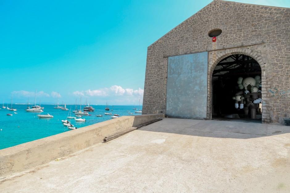 The exhibition space in Ibiza, La Nave Salinas. Courtesy of Lio Malca.